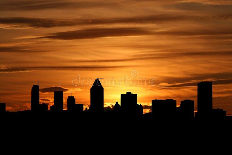 Horizonte de Montreal en la puesta del sol stock de ilustración