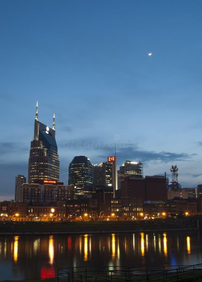 Horizonte de Nashville, Tennessee en la noche imagen de archivo libre de regalías