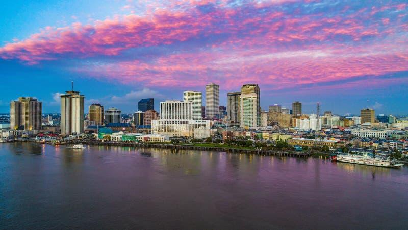 Horizonte de New Orleans céntrica, Luisiana, los E.E.U.U. imagenes de archivo