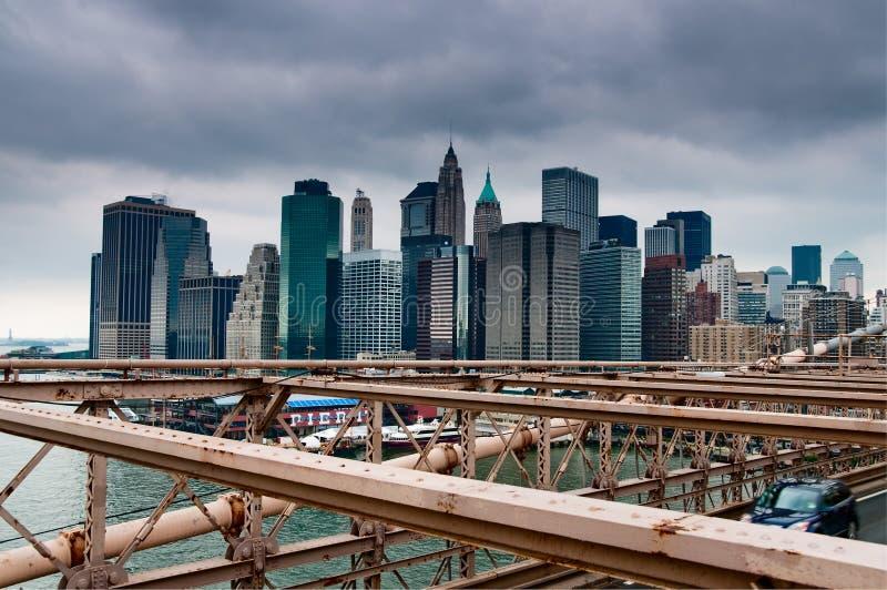 Horizonte de Nueva York del puente de Brooklyn fotos de archivo
