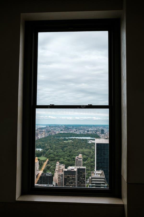 Horizonte de Nueva York de Manhattan y de Central Park según lo visto de un punto álgido como visión aérea Visión a través de una foto de archivo