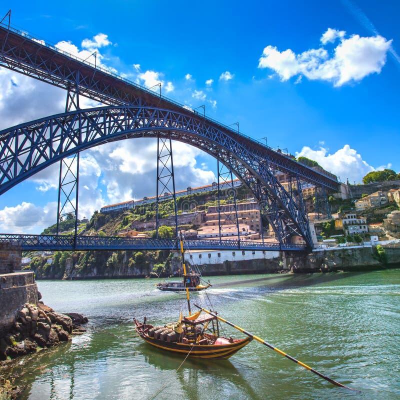 Horizonte de Oporto o de Oporto, río del Duero, barcos y puente del hierro. Portugal, Europa. fotos de archivo libres de regalías