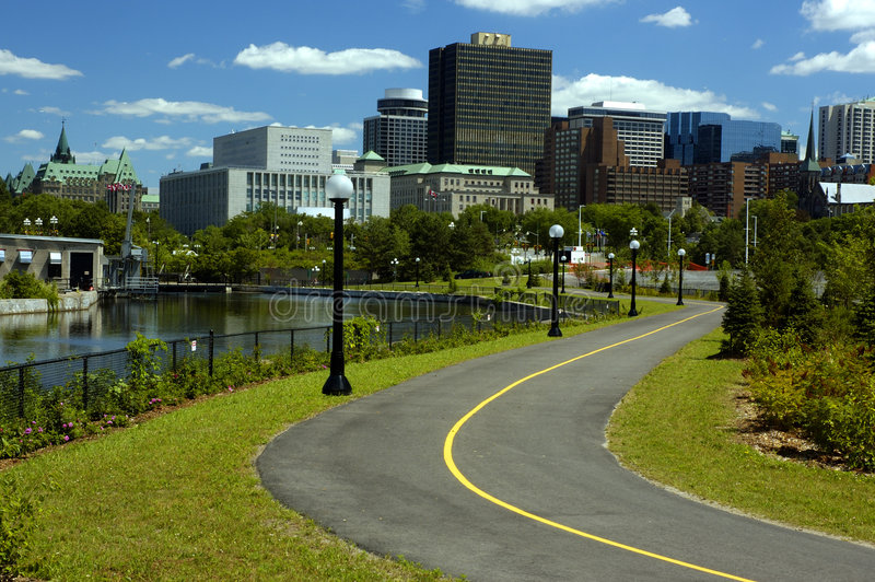 Download Horizonte de Ottawa foto de archivo. Imagen de hotel, subida - 182342
