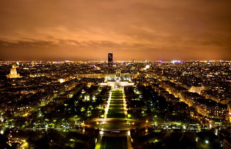 Horizonte de París en la noche foto de archivo libre de regalías