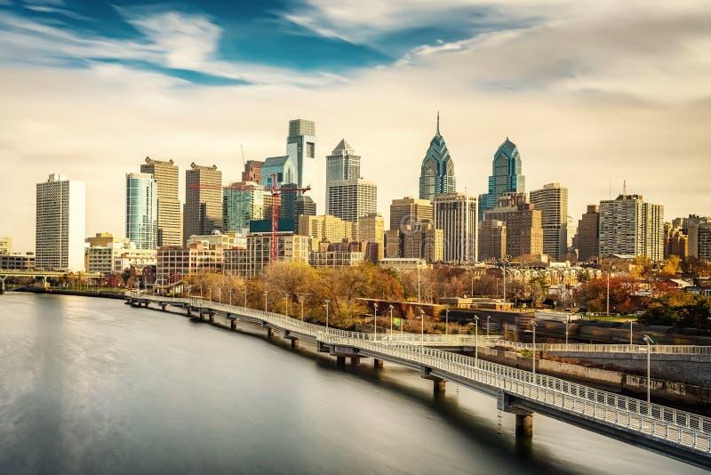 Horizonte de Philadelphia y río de Schuylkill, los E.E.U.U. fotos de archivo