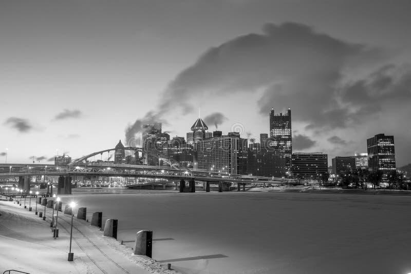 Horizonte de Pittsburgh céntrica imágenes de archivo libres de regalías