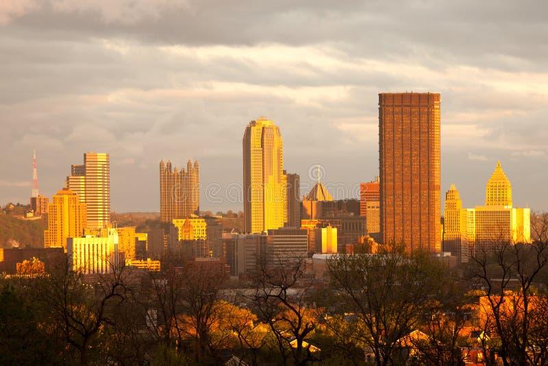 Horizonte de Pittsburgh de la vecindad de Oakland imagen de archivo libre de regalías