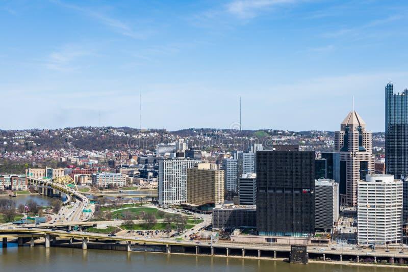Horizonte de Pittsburgh, Pennsylvania en la noche del washingt del soporte fotos de archivo