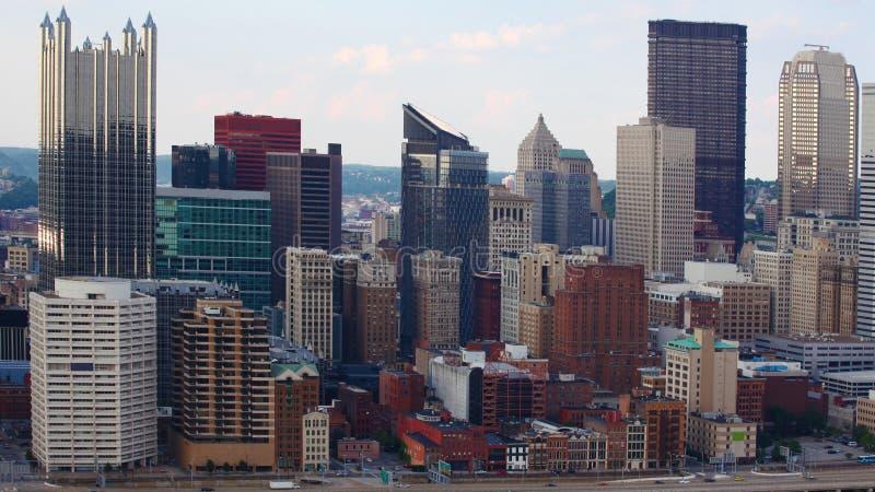 Horizonte de Pittsburgh, Pennsylvania por mañana foto de archivo