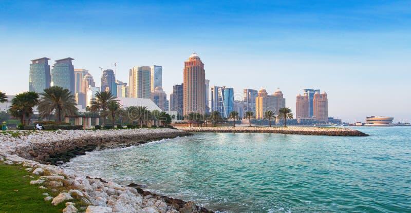 Horizonte de Qatar - de Doha fotos de archivo