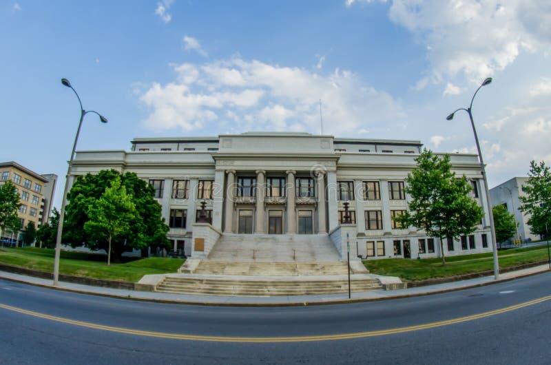 Horizonte de Roanoke Virginia City en el valle de la montaña fotos de archivo