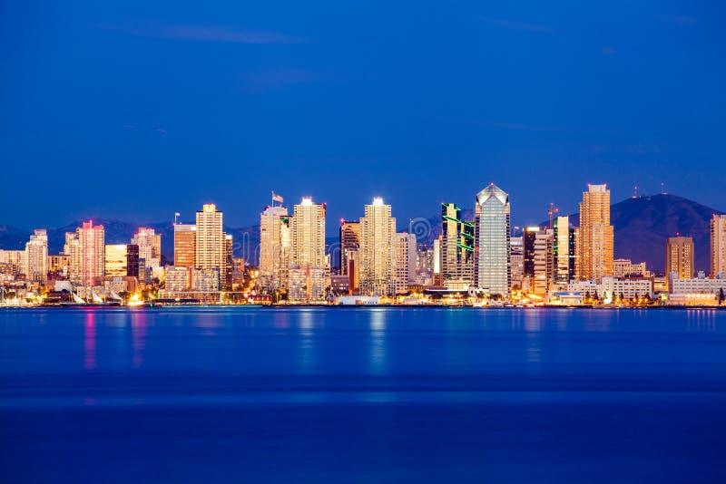Horizonte de San Diego en crepúsculo imagen de archivo libre de regalías