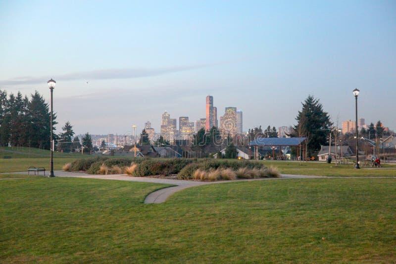 Horizonte de Seattle de Jefferson Park foto de archivo
