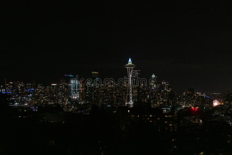 Horizonte de Seattle en la noche imágenes de archivo libres de regalías
