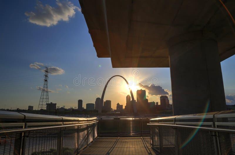 Horizonte de St. Louis, Missouri imagen de archivo