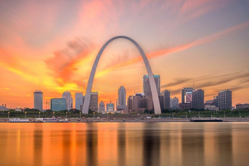 Horizonte de St. Louis, Missouri, los E.E.U.U. fotografía de archivo