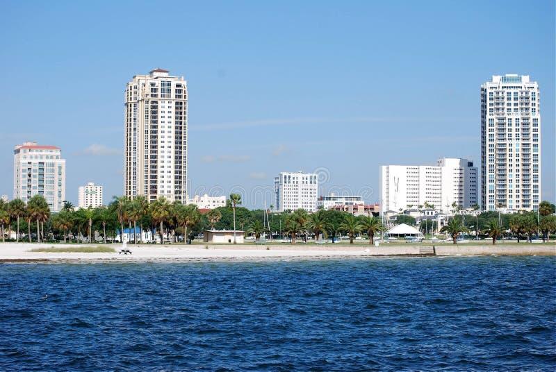 Horizonte de St Petersburg, línea de costa de la Florida imagenes de archivo