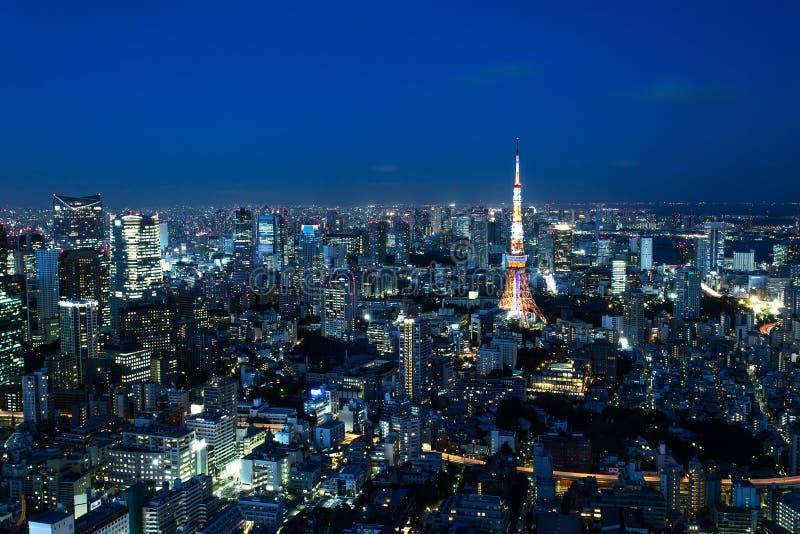 Horizonte de Tokio en la noche fotos de archivo libres de regalías