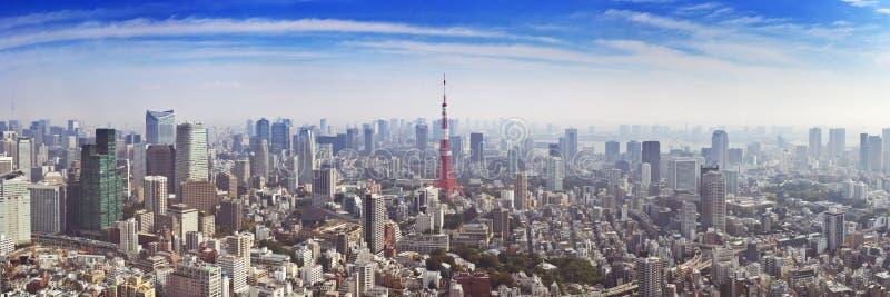 Horizonte de Tokio, Japón con la torre de Tokio, desde arriba imagenes de archivo