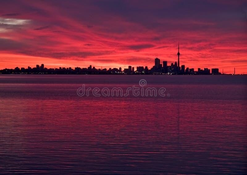Horizonte de Toronto antes de la salida del sol foto de archivo