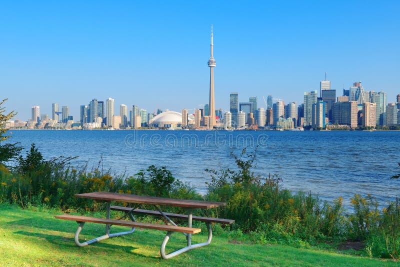 Horizonte de Toronto del parque fotografía de archivo libre de regalías
