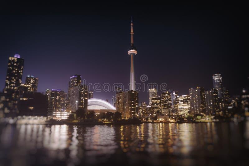Horizonte de Toronto en la noche foto de archivo