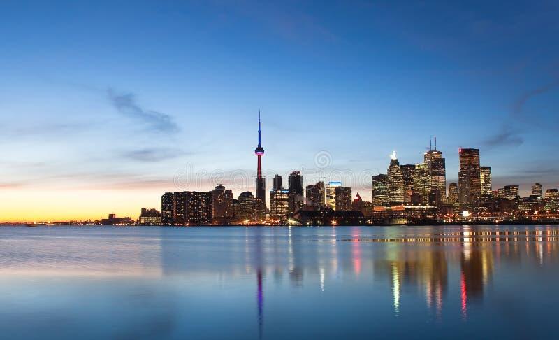 Horizonte de Toronto en la puesta del sol fotografía de archivo