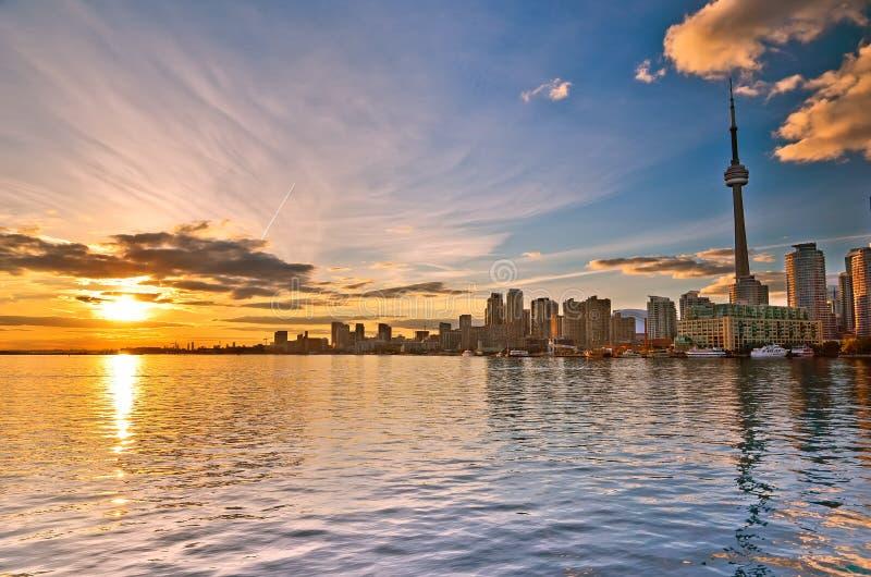 Horizonte de Toronto en la puesta del sol imagen de archivo libre de regalías