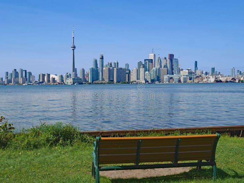 Horizonte de Toronto de la isla del centro foto de archivo libre de regalías