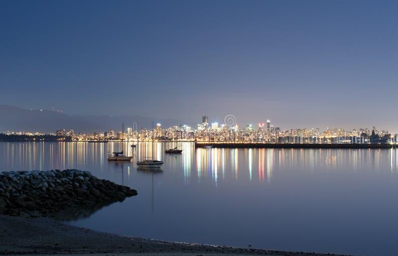 Horizonte de Vancouver de la playa de Jericho foto de archivo