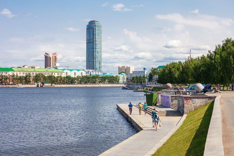 Horizonte del centro de ciudad de Ekaterimburgo imagen de archivo