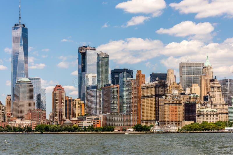 Horizonte del Lower Manhattan en color moderno fotografía de archivo