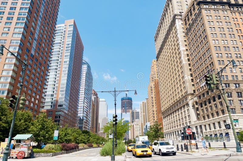 Horizonte del Lower Manhattan en la calle del oeste
