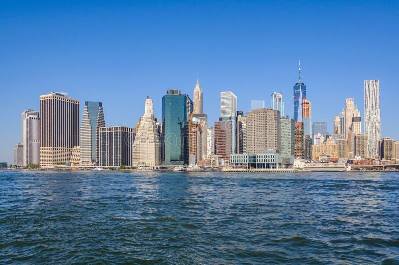 Horizonte del Lower Manhattan del parque del puente de Brooklyn, NYC, los E.E.U.U. fotos de archivo