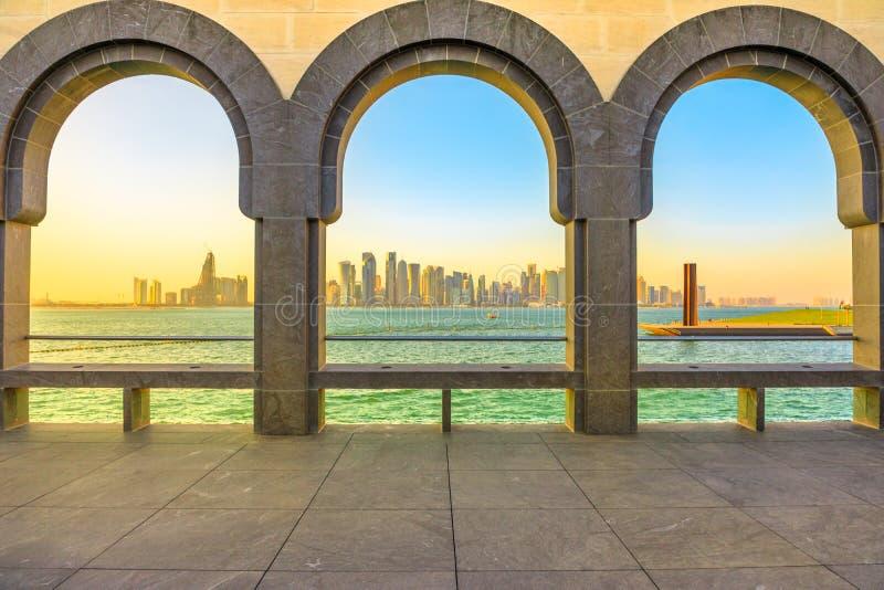 Horizonte del oeste de la bahía de Doha fotografía de archivo