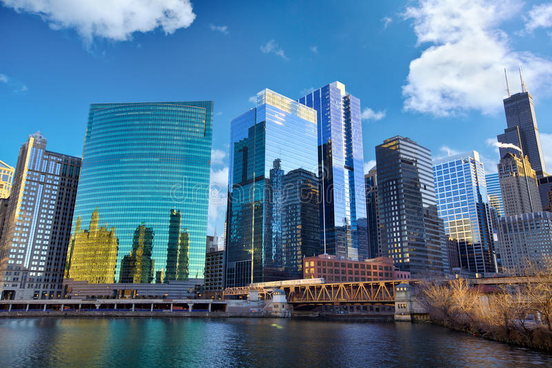 Horizonte del río Chicago imagen de archivo