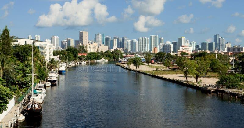 Horizonte del río de Miami fotos de archivo