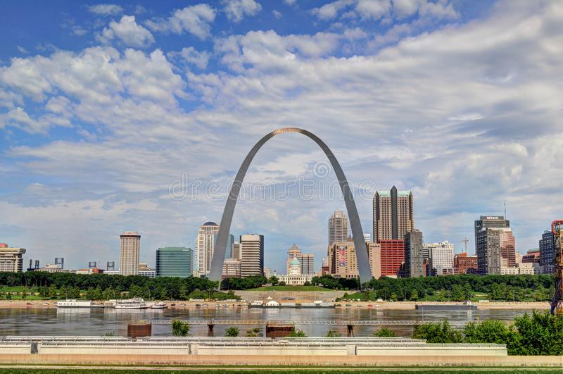 Horizonte del Saint Louis céntrico, Missouri fotos de archivo libres de regalías