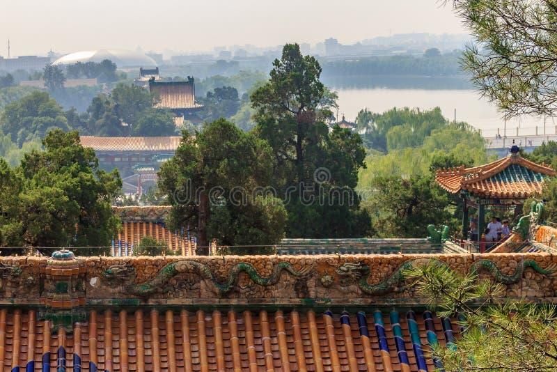 Horizonte el tejado del templo y de la ciudad de Pekín desde arriba de Buddhis imagen de archivo libre de regalías