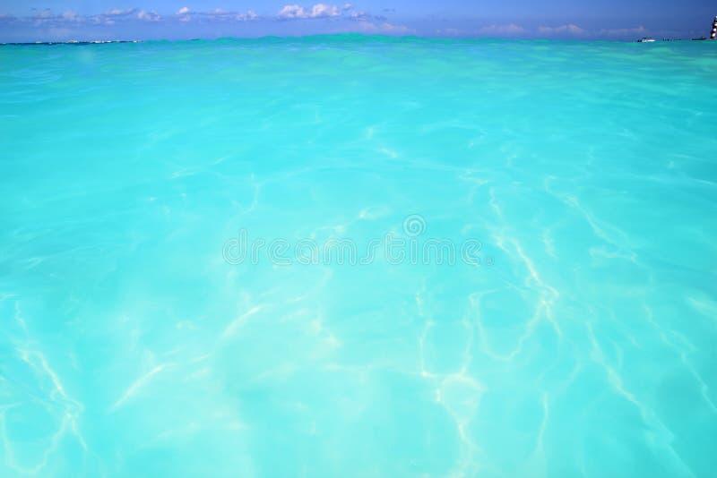 Horizonte elevado da água de turquesa da onda das Caraíbas fotografia de stock royalty free