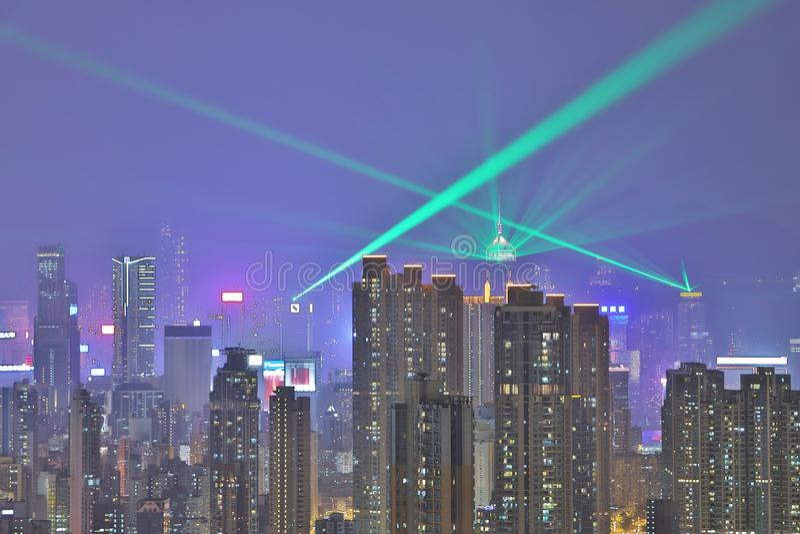 Horizonte en la noche, una sinfonía de HK de las luces foto de archivo
