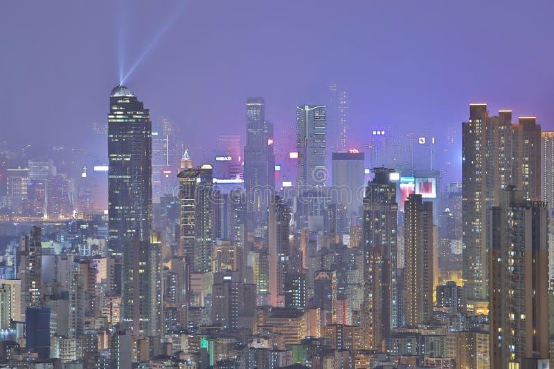 Horizonte en la noche, una sinfonía de HK de las luces imagen de archivo