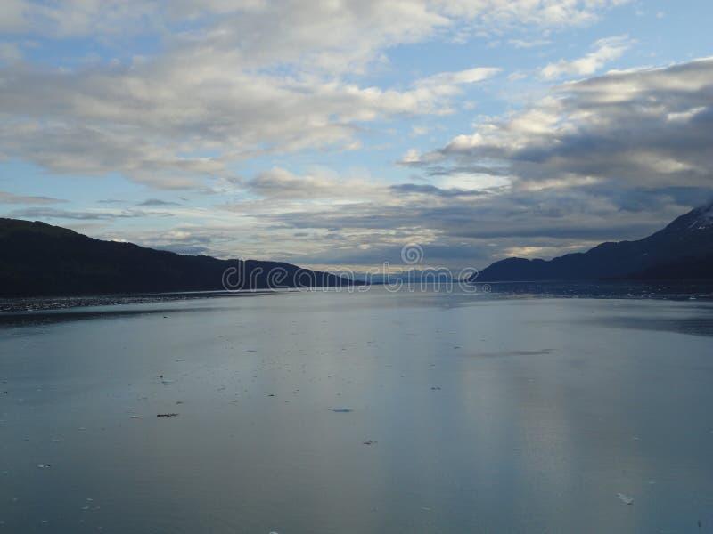 Horizonte llenado montaña en el Océano Pacífico Paso interior Alaska fotos de archivo