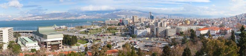 Horizonte panorámico amplio de la ciudad de Esmirna, Turquía fotografía de archivo