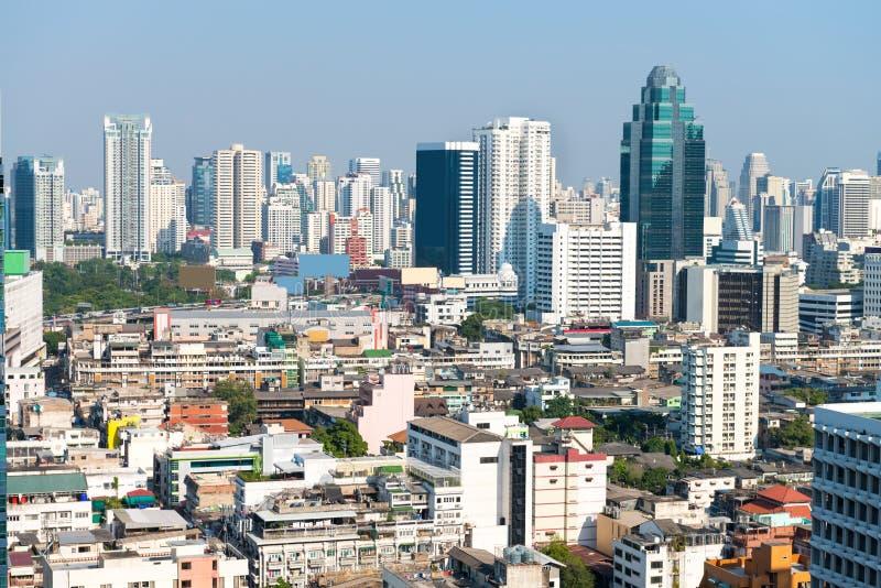 Horizonte urbano apretado de Bangkok, Tailandia, con el contemporáneo hola imagen de archivo