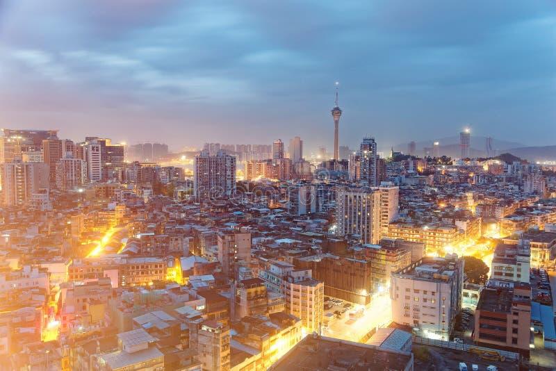 Horizonte urbano de la ciudad vibrante de Macao en el amanecer, con las señales famosas fotografía de archivo