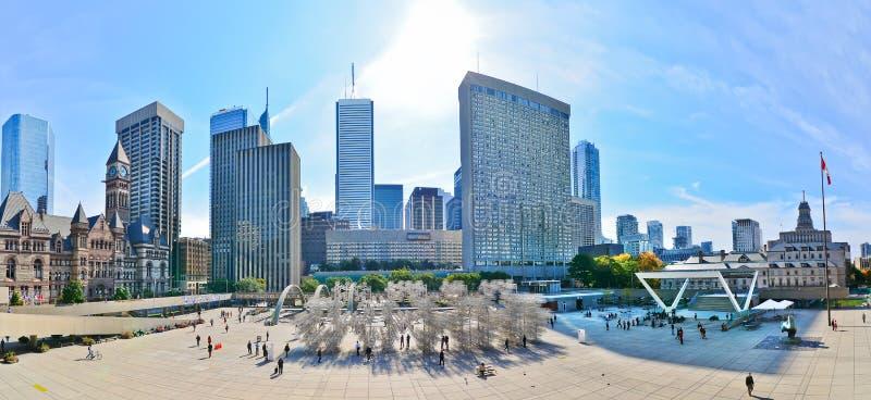 Horizonte y Nathan Phillips Square de Toronto en Toronto fotos de archivo