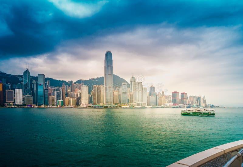 Horizonte y Victoria Harbor, Hong Kong Visión desde Kowloon imagenes de archivo