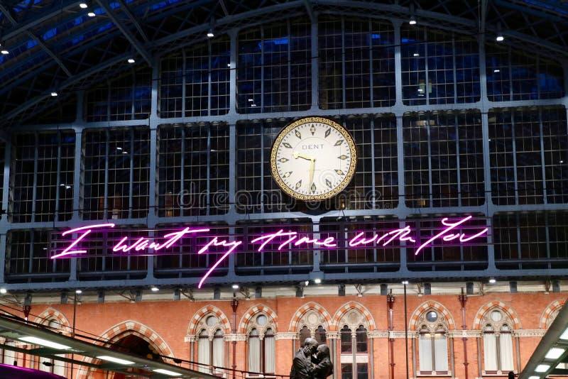 Horloge à la gare St Pancras de Londres photo stock