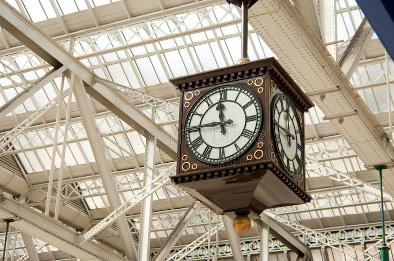 Horloge antique de gare image stock